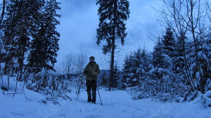 Мандрівка на гору Ільза, Славське: Позаду мене відніються схили г. Ільзи