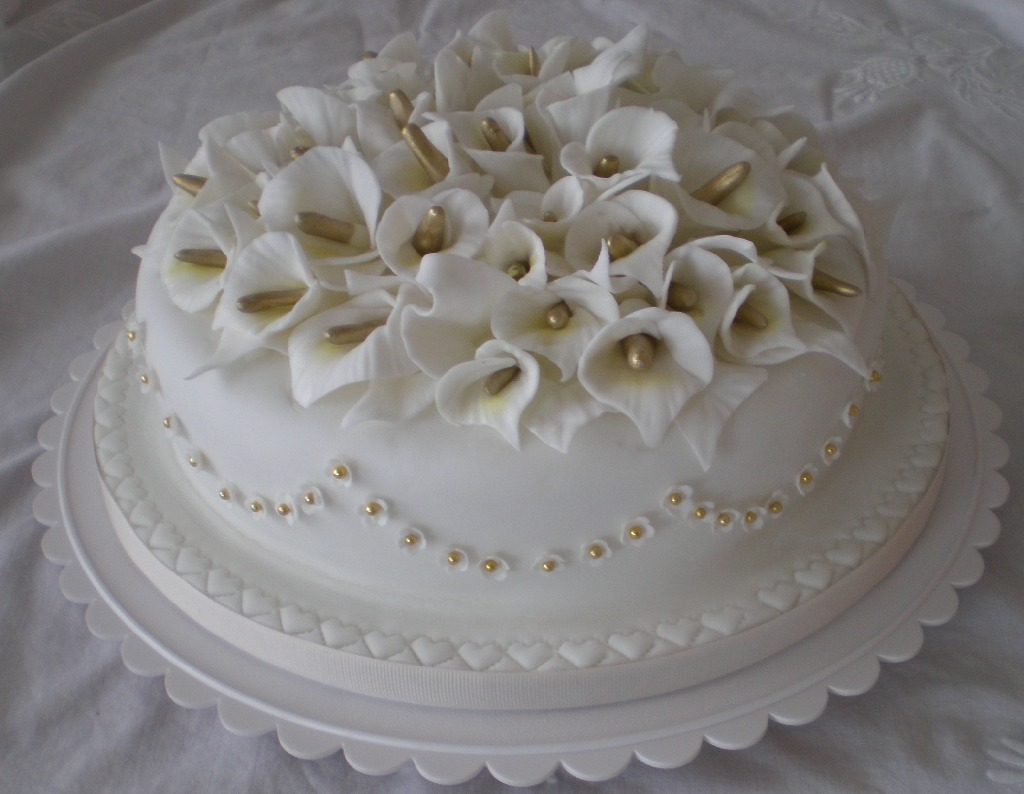 Dianes decorating diary flowers sugar and thread here are sugar calla lilies and underneath calla lilies in stumpwork izmirmasajfo