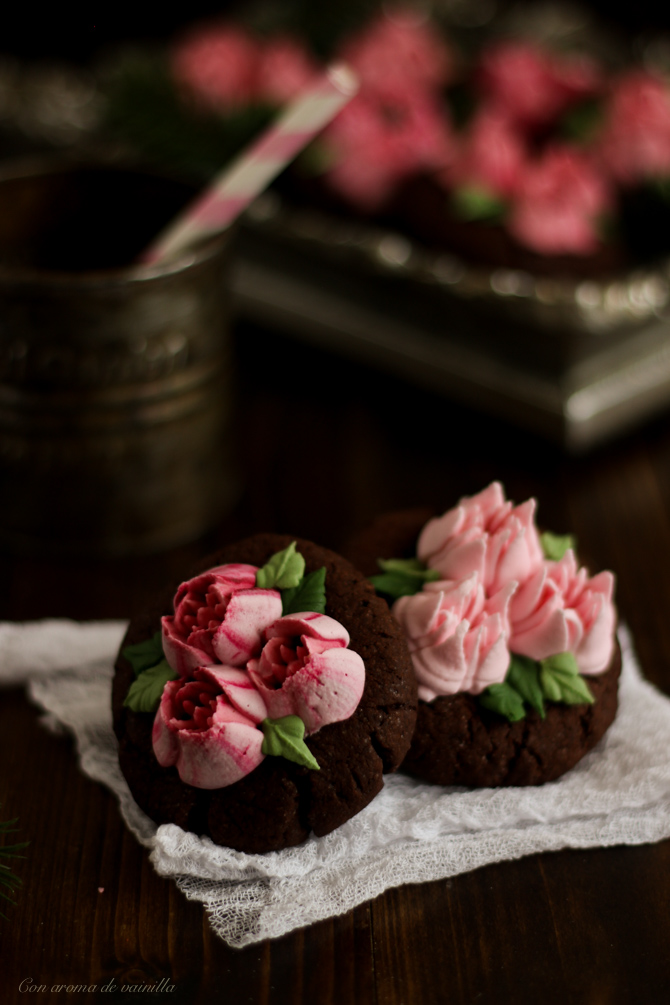 Galletas chocolate flores glasa. Boquillas rusas.