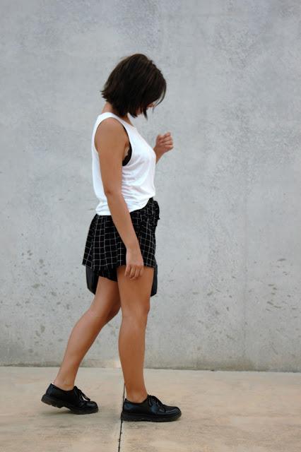 basica-shorts-cuadros-zapatos-bolso-gafas