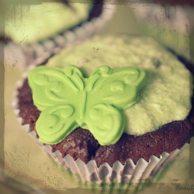 http://www.beautybutterflies.de/2015/02/schoko-mint-cupcakes-mit-after-eight-topping.html