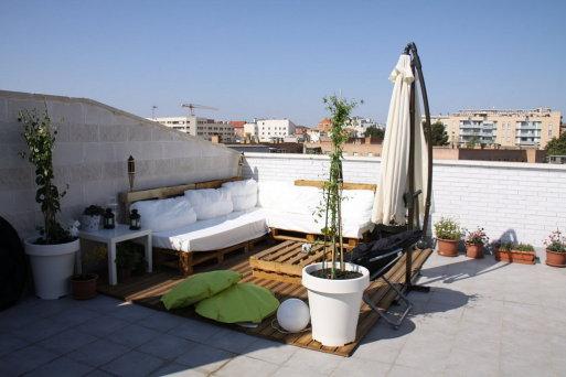 Reciclar reutilizar y reducir decora tu terraza con palets for Terrazas con palets