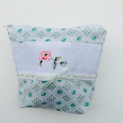 flowery pouch pochette à fleurs