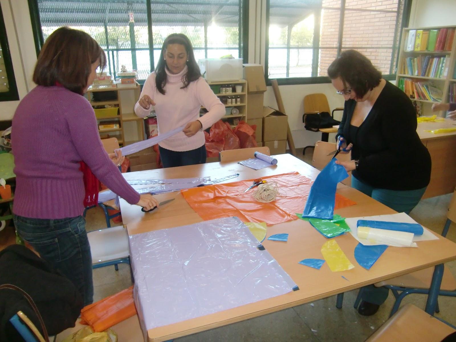 Amanda y luna ayudan a un compañero de clase 3