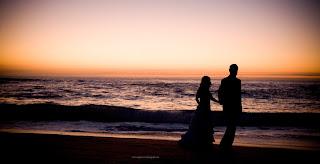 pareja de noche en la playa