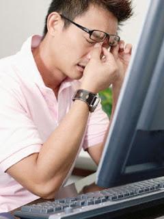 Agar mata tidak cepat lelah di depan komputer