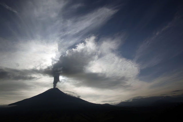 """View_from_Cotalo_Ecuador_of_The_Tungurahua_Volcano"""