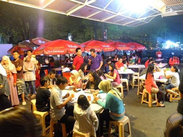 Suasana di Kedai Nasi Kalong