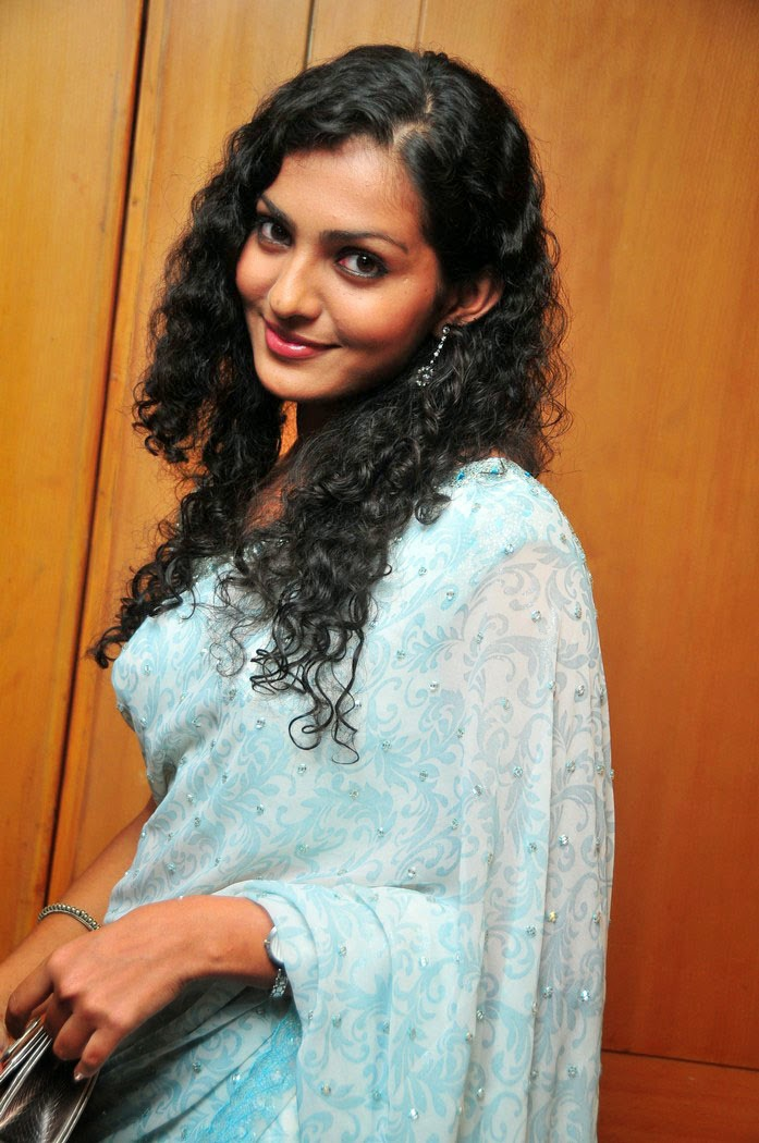 Cute Parvathi Menon in Beautiful Blue Saree