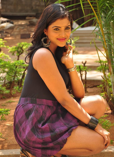 Sanchita padukonee hot and spicy pictures