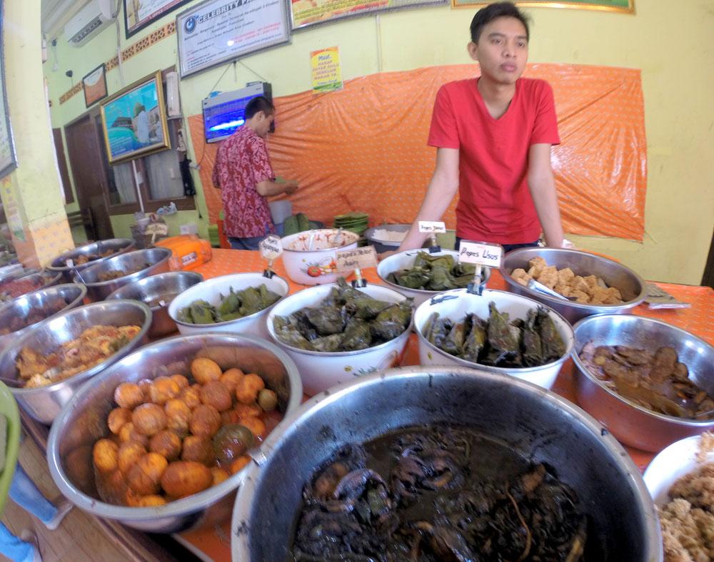Tesyasblog Cirebon Culinary Nasi Jamblang Ibu Nur And Empal