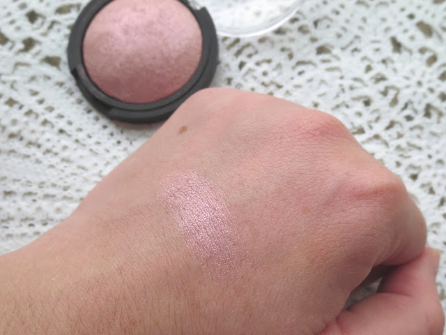 a picture of e.l.f. Studio Baked Highlighter in Pink Diamonds (swatch)