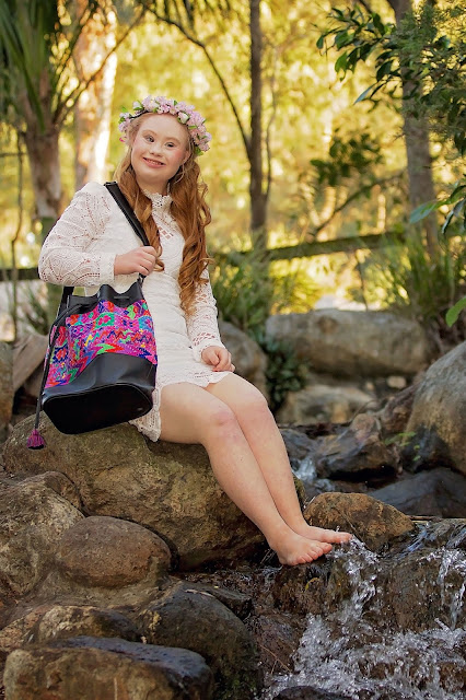 Madeline Stuart for everMaya barefoot - Hello, Handbag