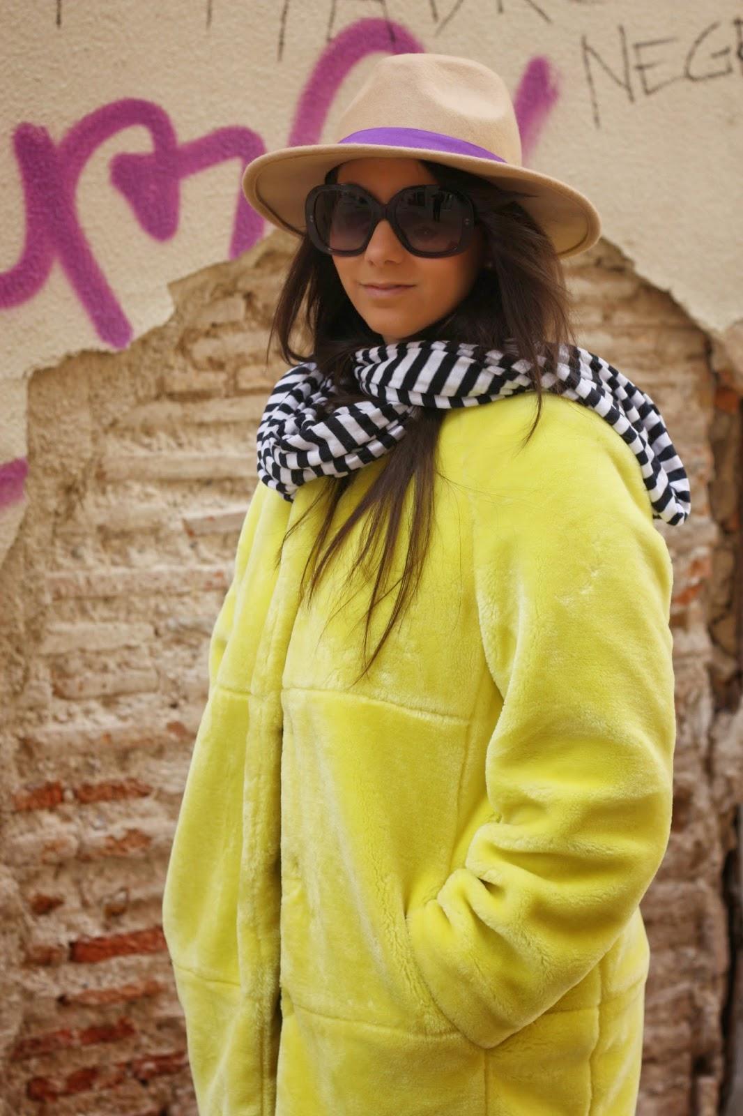http://silviparalasamigas.blogspot.com.es/2015/03/abrigo-amarillo-zara.html