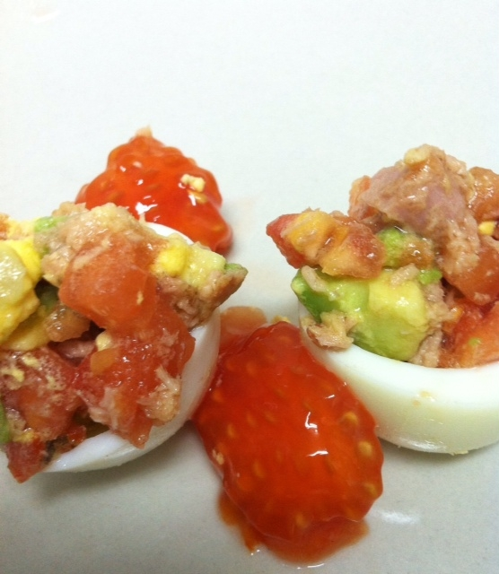 Huevos rellenos version light - Tomates rellenos light ...