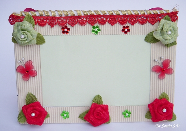 Cards crafts kids projects easy diy photoframe tutorial for Easy photo frame craft