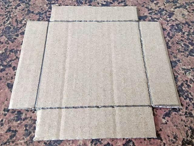 Cajita de cartón - Paso 3: cortamos las esquinas