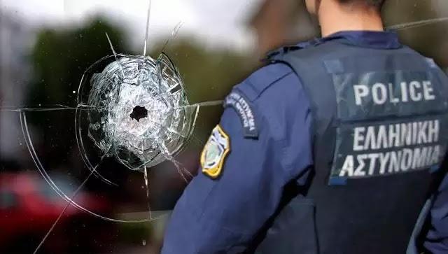 Αποφασισμένος ο ένοπλος περιπτεράς στο κτίριο του ΟΚΑΝΑ στα Χανιά: «Με τις δικές μου σφαίρες θα σκοτωθώ - Έχω χάσει 2 κιλά αίμα» (βίντεο)