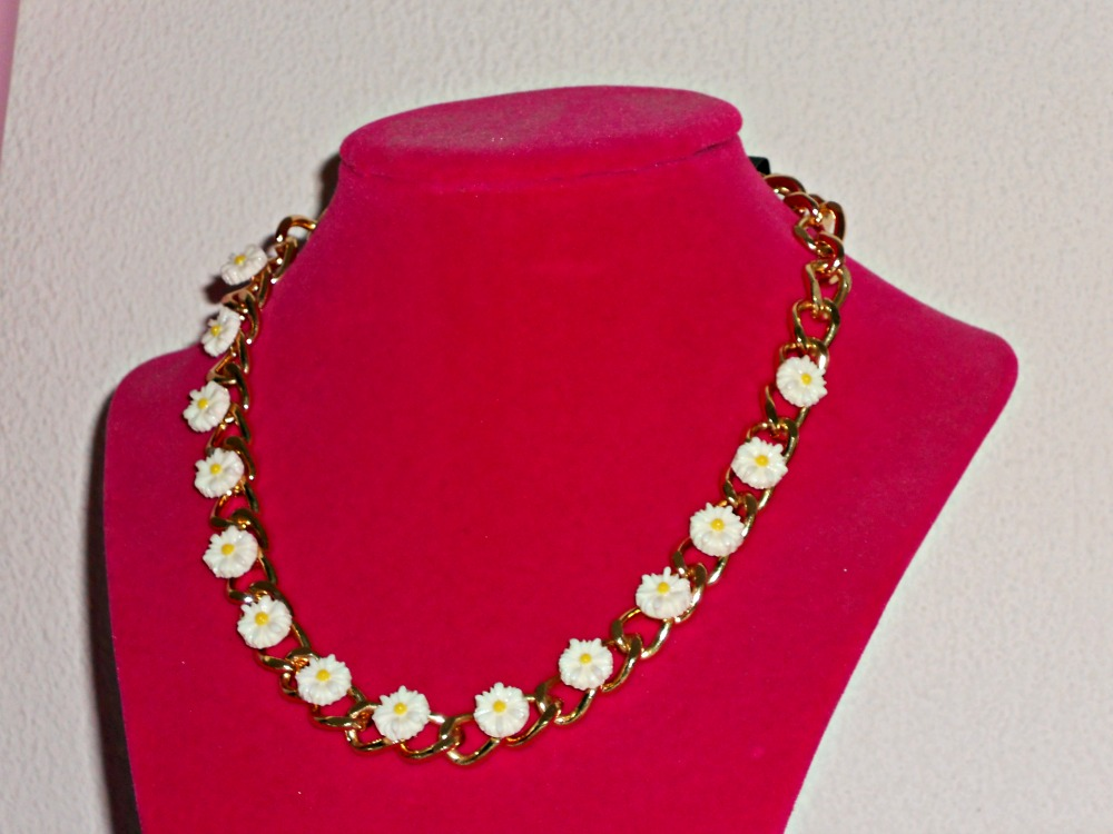 FOREVER21 EXTRA 30% SALE CLOTHING ACCESSORIES daisy necklace