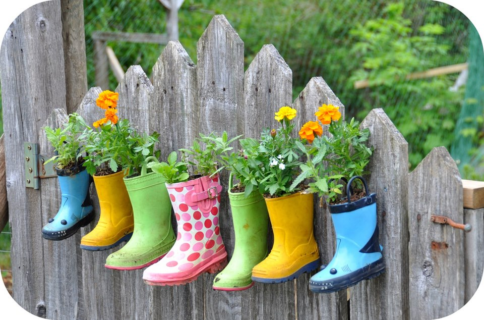 How to recycle recycling and makeup your old rain boots for Recycle old things