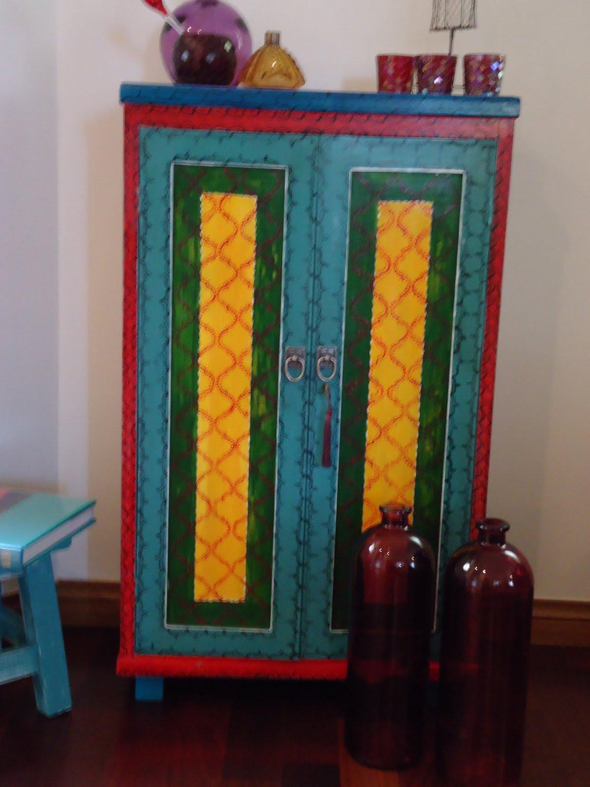 Vintouch muebles reciclados pintados a mano mayo 2011 for Muebles pintados a mano
