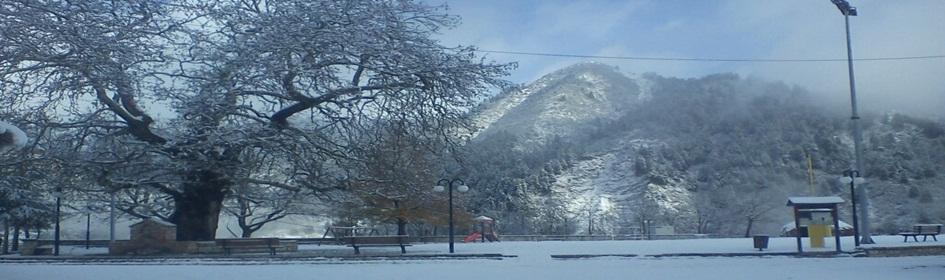 Η πλατεία των Αγ. Θεοδώρων χιονισμένη