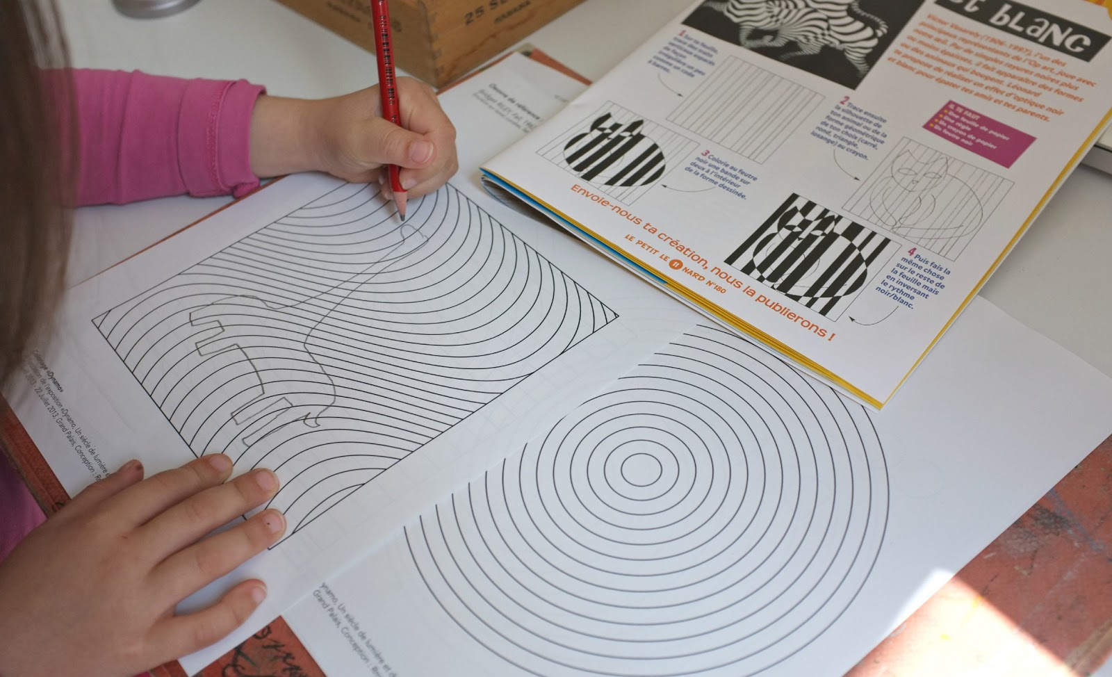 Julie adore dimanche dessin avec de l 39 illusion optique - Mini coloriage illusion d optique ...
