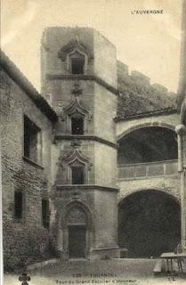 château de Tournoël, escalier intérieur