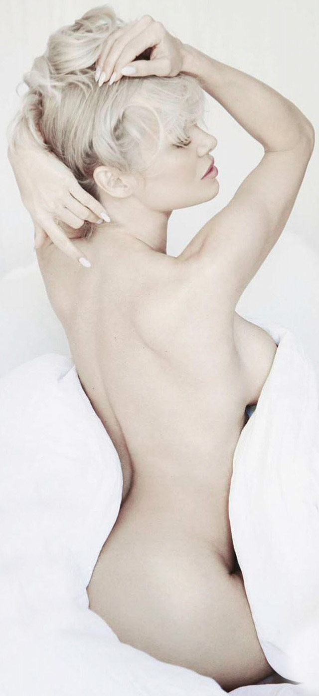 Pamela Anderson sin ropa para FHM magazine