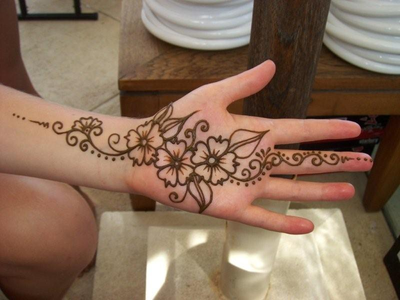 Simple henna tattoos pattern