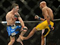 LUTADOR ANDERSON SILVA QUEBRA, FRATURA A PERNA DURANTE LUTA NO UFC