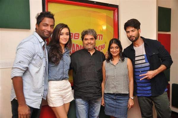 Shahid Kapoor & Shraddha Kapoor promoting Haider in Radio Mirchi