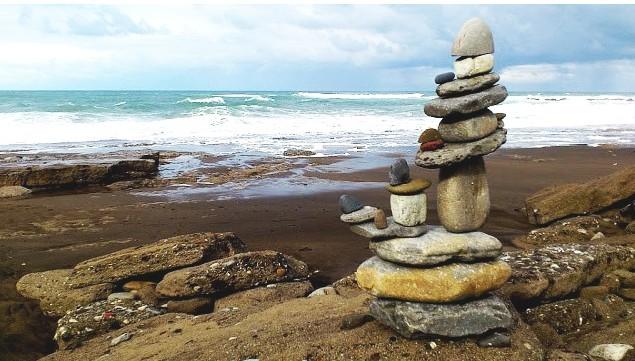 Paisaje humano, piedras en equilibrio, Arrietara,