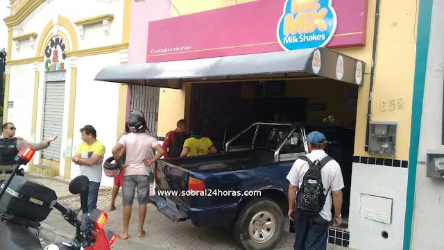 IRRESPONSABILIDADE: Homem embriagado perde o controle do carro e invade comércio no Centro de Sobral.