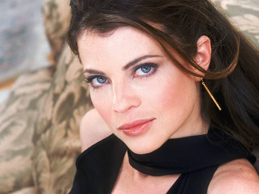 Yasmine Bleeth - Wallpaper Image