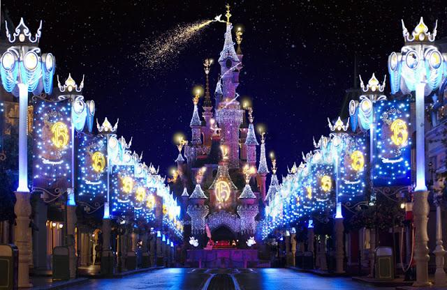 Lindo lugar iluminado con luces navideñas, Paris