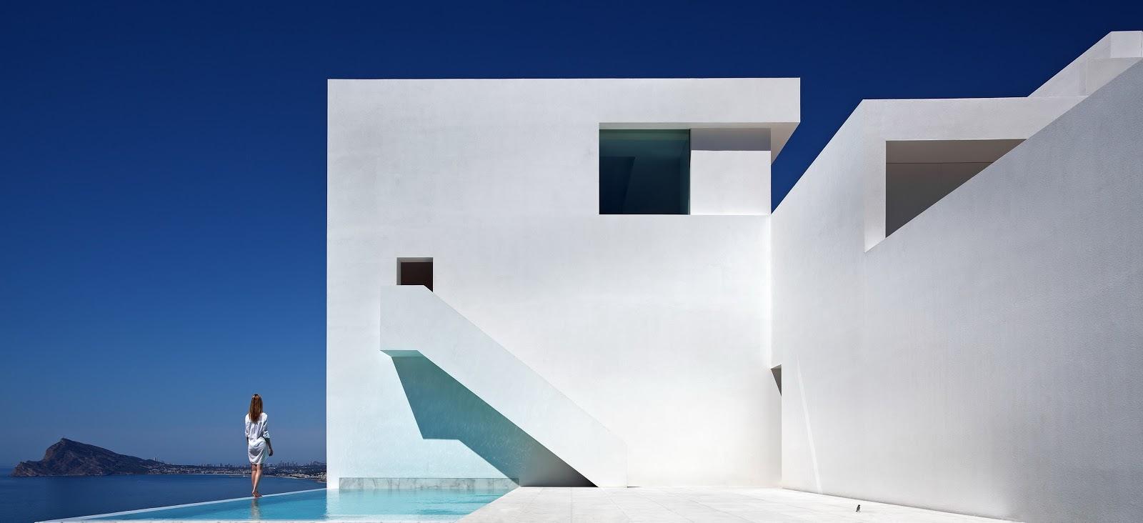 Projects porcelanosa grupo la casa del acantilado de fran for Architecture minimaliste