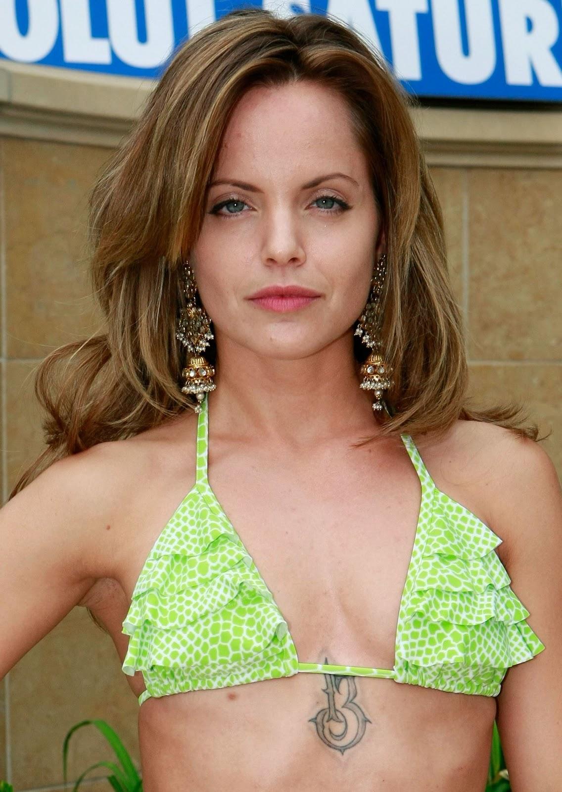 http://1.bp.blogspot.com/-EQUVYFQPR6Y/TpvQDV1OhBI/AAAAAAAAAkY/4WS77QRrxnY/s1600/mena+suvari+in+bikini+%25282%2529.jpg
