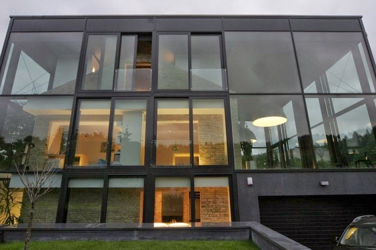 Fachada de cristal por architectural bureau g natkevicius for Fachada de casas modernas con vidrio