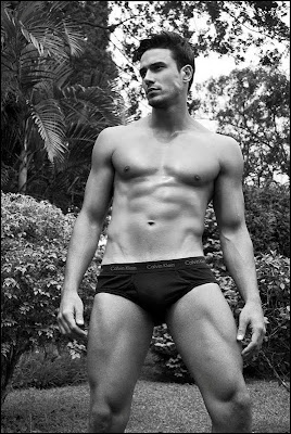 hombre musculoso y guapo