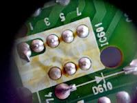 soldadura defectuosa en un circuito integrado de un monitor LG