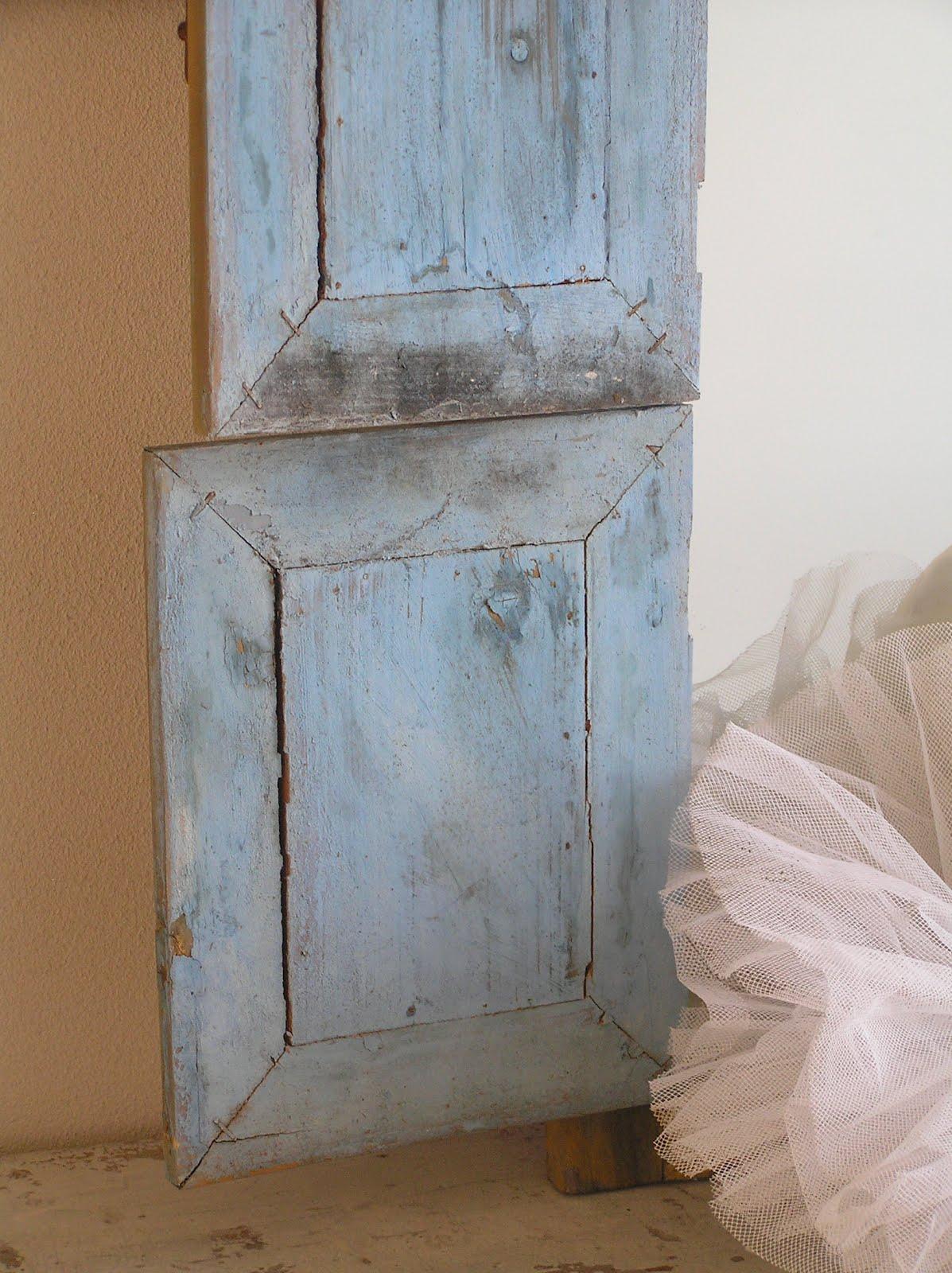 Pastels and whites brocante blauwe spiegel met luikjes - Kleur blauwe verf ...