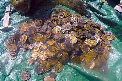 Bersihkan Sampah di Laut, Penyelam Temukan Koin Emas