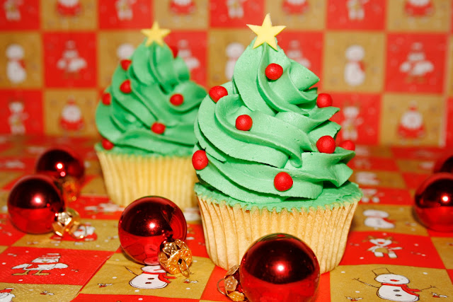http://tumediocupcake.blogspot.com.es/2012/12/cupcakes-de-jengibre-con-forma-de-arbol.html