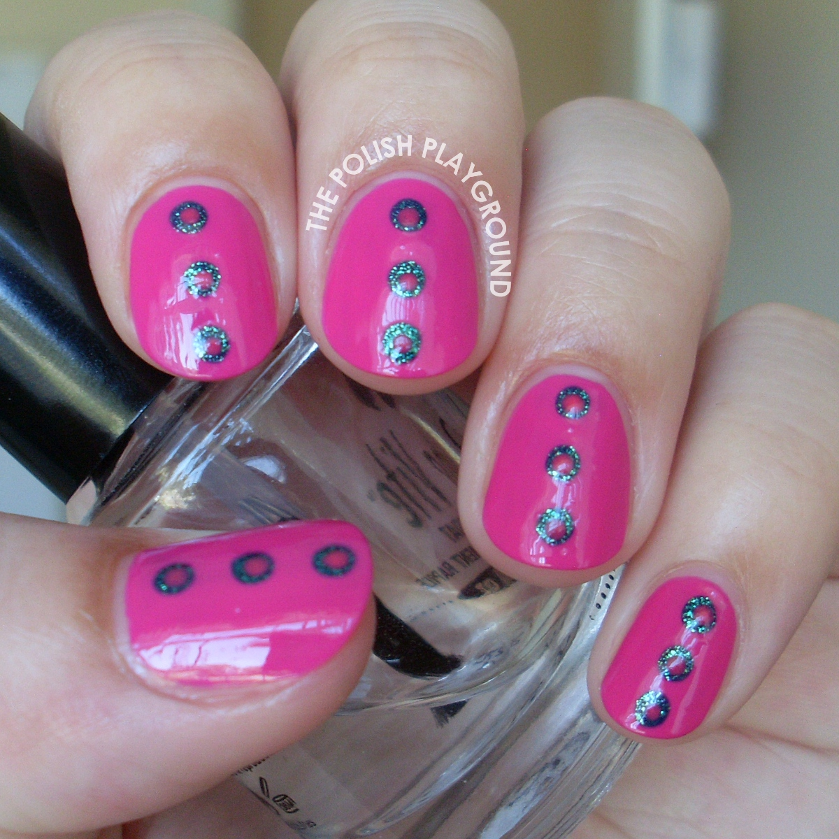 Dotted Center Nail Art