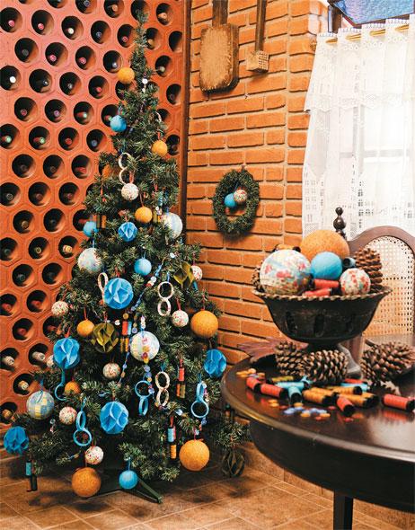 decoracao de arvore de natal azul e dourado:arvore de natal, como decorar minha arvore de natal, árvore de natal