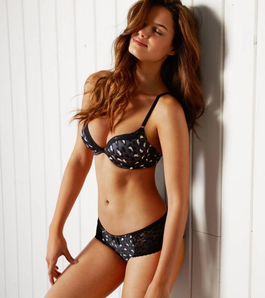 Brazilian Supermodel Lisalla Montenegro Hot Bikini Photoshoot
