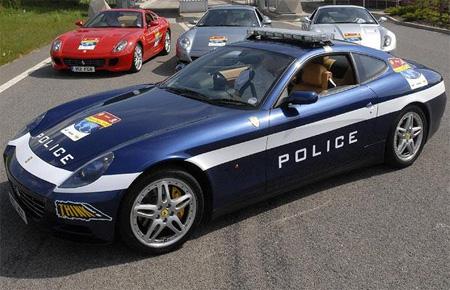 Mobil Polisi Ferrari 612 Scaglietti pernah dipakai untuk tur Ferrari Inggris (dari Belfast ke London).
