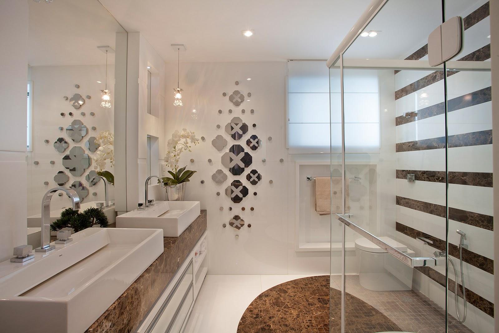 Banheiro de casal com cubas duplas mármore marrom e pendente de  #674B38 1600x1067 Acabamento De Banheiro De Luxo