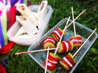 Pastèque, fraises, cocombre, féta en brochettes pour bouchées apéritive
